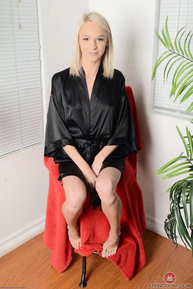 atkgalleria Emma Hix
